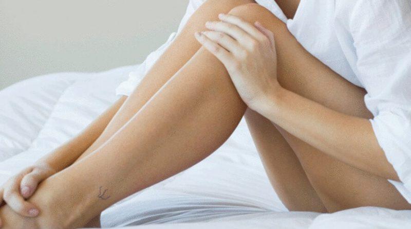 slika ženskih nogu.